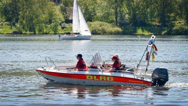 Mann stirbt bei Badeunfall im Rhein