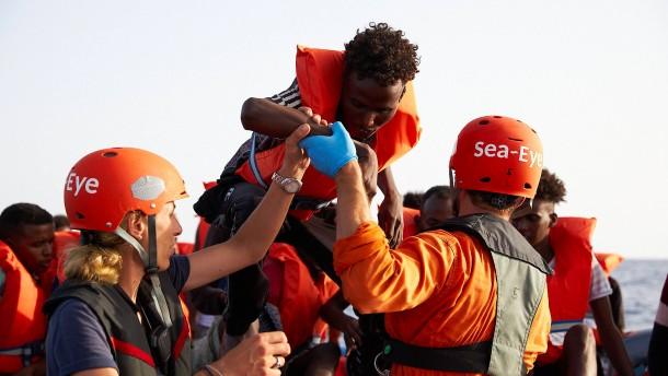 Bundesregierung bietet Italien Aufnahme jedes vierten Migranten an