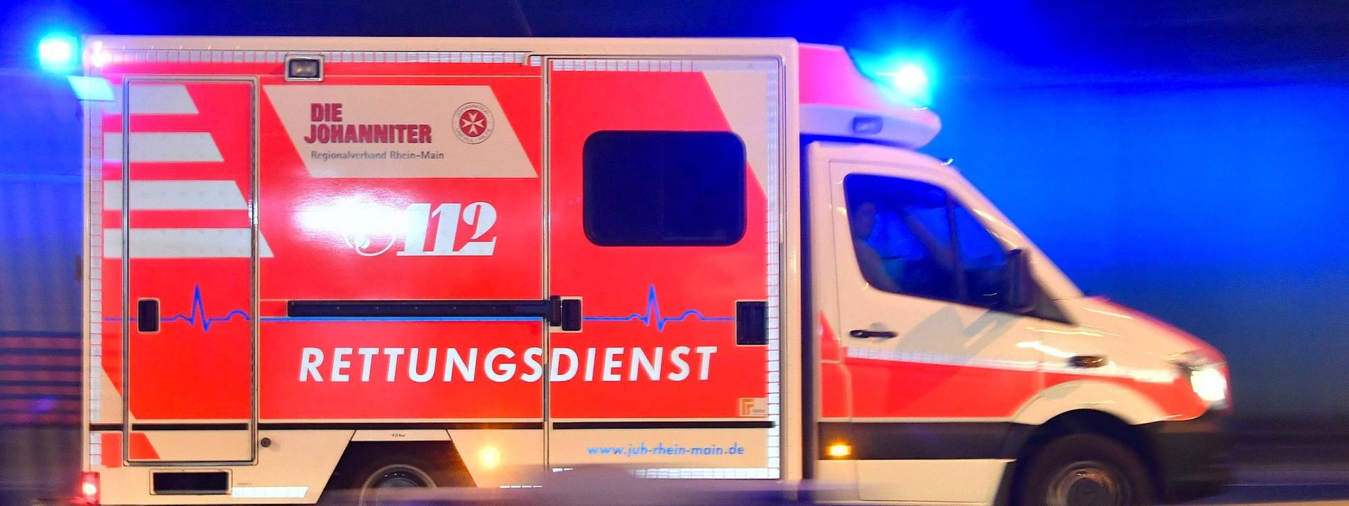Verletzte nach Waschmaschinenbrand – Lastwagen kracht in Betonwand