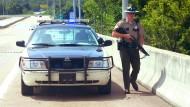 Bewaffneter attackiert Militäreinrichtungen – fünf Tote