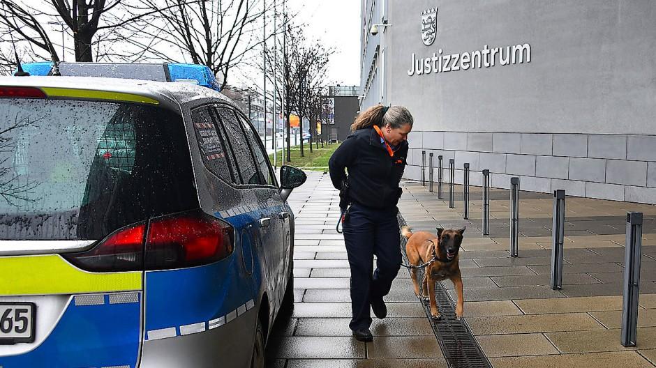 Polizei evakuiert Justizzentren