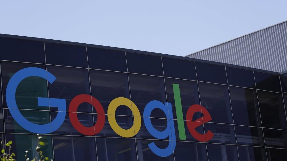 Google-Logo am Hauptsitz des Unternehmens in der kalifornischen Stadt Mountain View