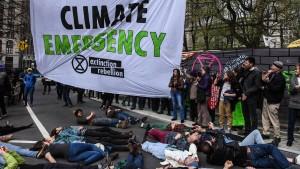 Klimaschützer legen Verkehr lahm