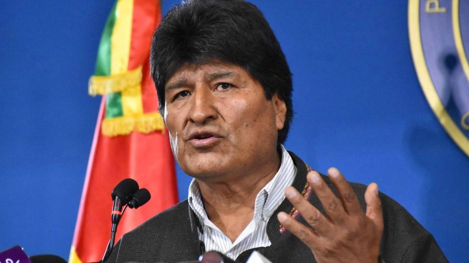 Der langjährige Staatschef Evo Morales war am Sonntag nach dreiwöchigen Protesten gegen seine Wiederwahl zurückgetreten.