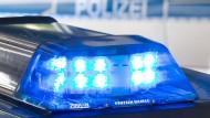 Mit einem Messer: Ein Mann raubt ein Auto in Alsfeld (Symbolbild).