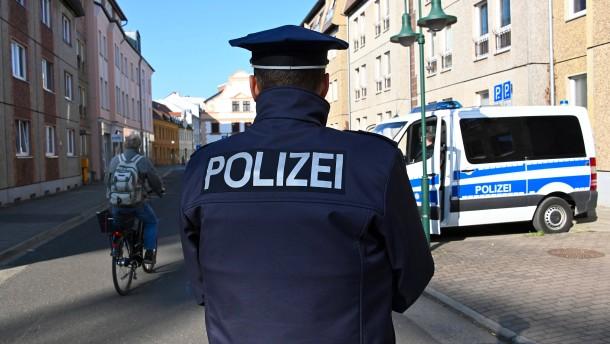 Polizei durchsucht Wohnungen wegen Hasspostings