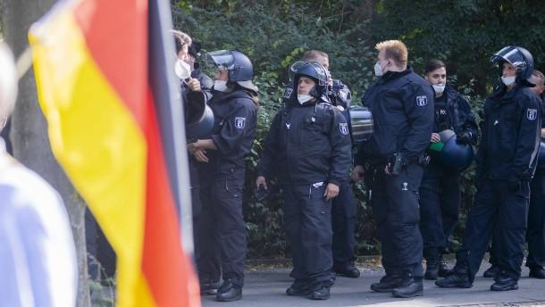 Neue rassistische Chatgruppen bei Polizei entdeckt