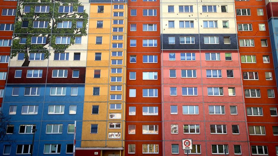 Angesichts der Wohnungsnot in den Städten ist die Kritik an Immobilienkonzernen hochgekocht – der Berliner Senat hat jetzt einen Mietendeckel beschlossen.