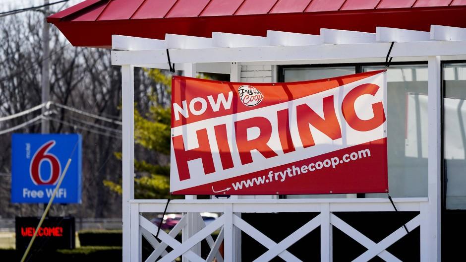 Ein ungewohntes Bild: Ein Restaurant sucht nach Arbeitskräften.