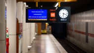 Kein Betrieb wegen Streik: leerer U-Bahnhof in München