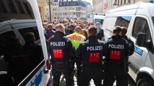 ZDF-Team bei Demo in Halle bedrängt