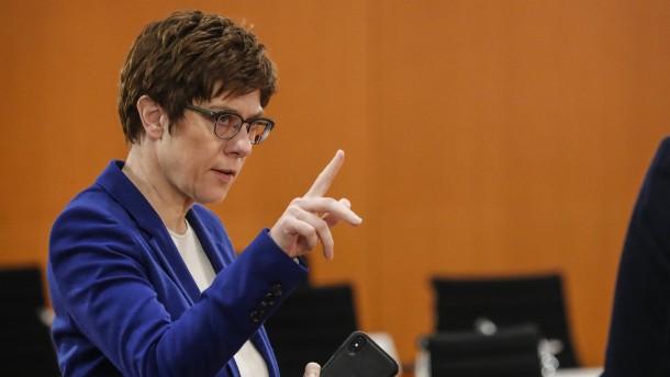 SPD kritisiert mutmaßlichen Kampfjet-Vorstoß Kramp-Karrenbauers