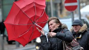 """Die stürmische """"Andrea"""" zieht davon"""