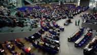 Plenardebatte im Bundestag: Um auf sich aufmerksam zu machen bleiben der Oppostion nur wenige Möglichkeiten, die kleine Anfrage ist eine davon.