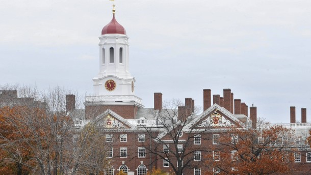 Beredte Häftlinge bezwingen Debattierklub aus Harvard