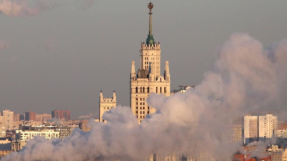 Machtdemonstration in Stein: Dem Bewohner des Stalinhochhauses an der Kotelnitscheskaja-Uferstraße liegt Moskau zu Füßen.