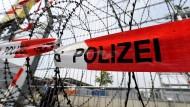 Polizei stellt neue Sammelstelle für Gefangene vor