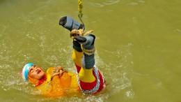 Tödlicher Stunt? Inder im Ganges vermisst