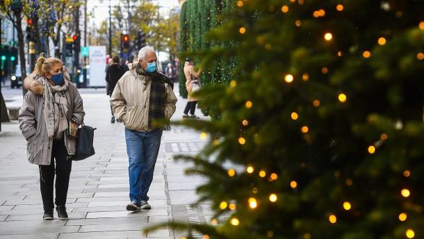 In Großbritannien dürfen sich an Weihnachten drei Haushalte treffen