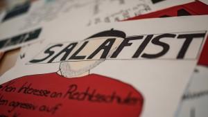 Lehrergewerkschaft und FDP fordern mehr Salafismus-Prävention