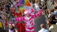 """Nicht der erste Streit: Das 2014 gewählte Frankfurter Motto zum Christopher Street Day, """"Habemus Homo"""", sorgte ebenfalls für Diskussionen."""