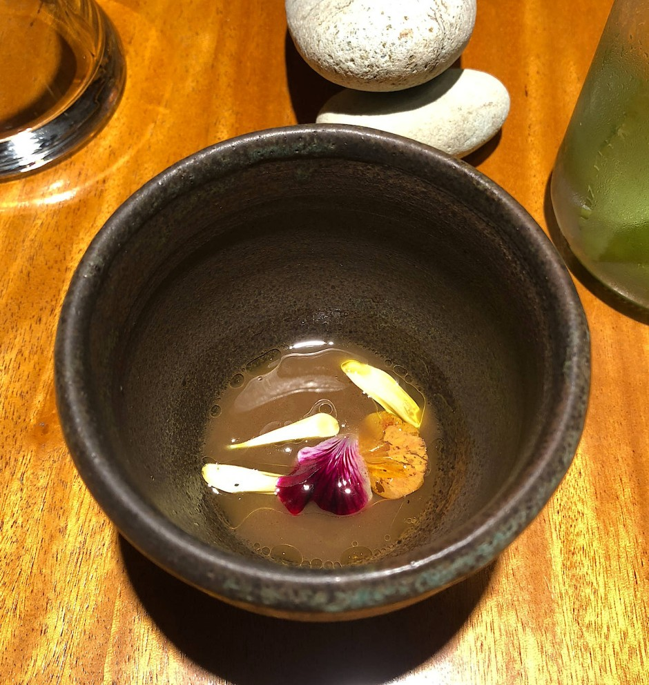 Pilzbrühe im Restaurant Urko