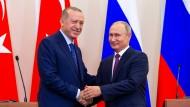 Überraschend einig: Erdogan und Putin in Sotschi