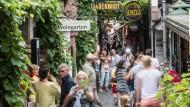 Bei Touristen beliebt: Die Drosselgasse in Rüdesheim