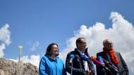 Ungetrübtes Bild: Nahles, Dobrindt und Kauder vor dem Gipfelkreuz auf der Zugspitze
