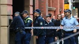 Mann sticht Frau auf offener Straße nieder