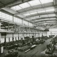 Aufnahme von 1941: Die in den Naxoshallen gefertigten Schleifmaschinen waren bekannt für ihre Präzision.