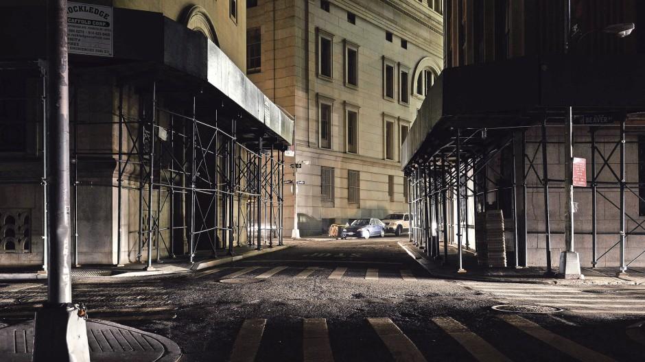 Gespenstisch: New York City in Dunkelheit, nur ein paar Generatoren sorgen für Licht.