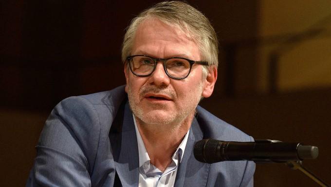 """Thomas Huber liest """"Monatsblut"""" von Durs Grünbein"""
