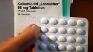 Für den atomaren GAU: Werden Jod-Tabletten frühzeitig eingenommen, können sie nach Angaben des Bundesamts für Strahlenschutz die Aufnahme von radioaktivem Jod blockieren.