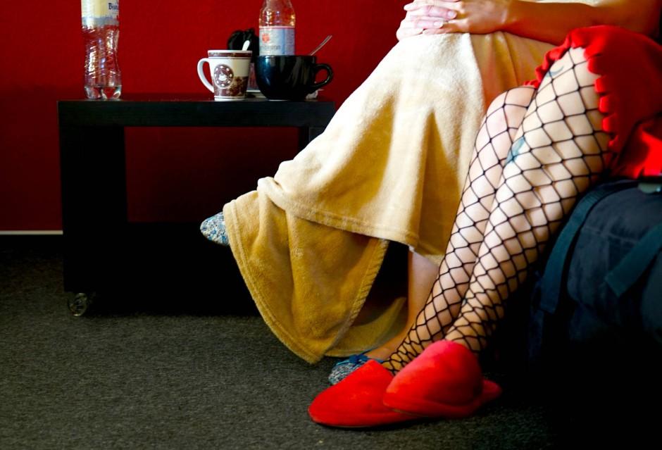 aktuell gesellschaft menschen einblicke im studio visionmedia fuer online prostitution .