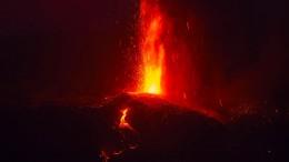 Experten warnen vor Lava-Geschossen und giftigen Gasen