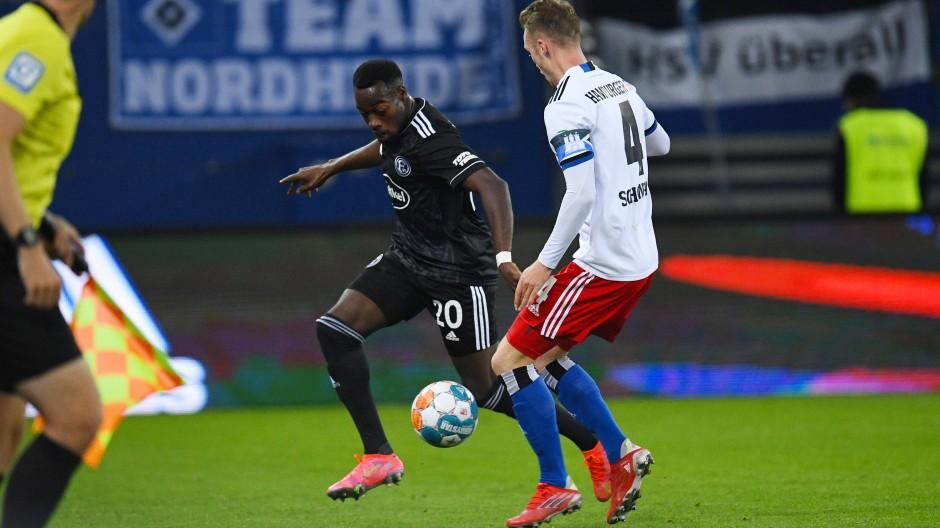 In der vergangenen Saison trug er noch die Farben des HSV, jetzt wurde er in Hamburg böse angefeindet: Khaled Narey (links)