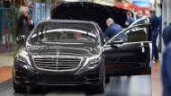 Daimler hat im ersten Quartal den Betriebsgewinn gesteigert.