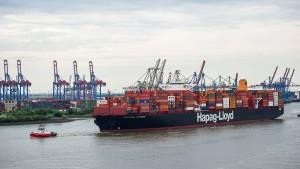 Containerschiff fährt mit altem Frittenfett
