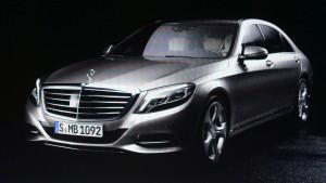 Mercedes zeigt Flagge