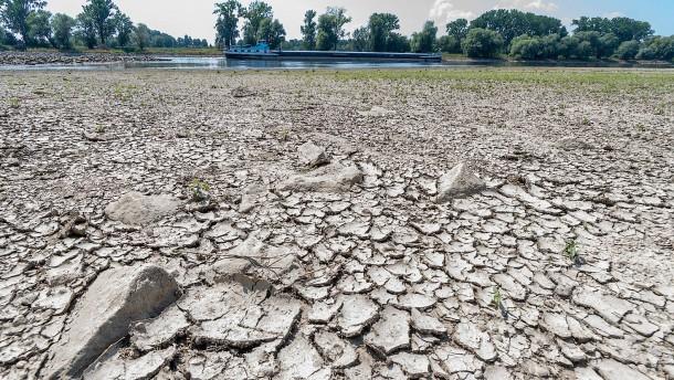 Niedrigwasser legt Weltkriegsmunition frei