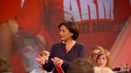 Sandra Maischberger wählt das Format der Publikumsdebatte, um sich dem Thema Gerechtigkeit zu widmen.
