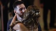 Messi zeigt sich mit Braut auf dem roten Teppich