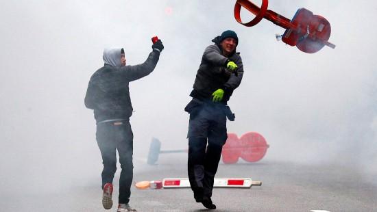 Rechte Proteste gegen UN-Migrationspakt eskalierten