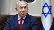 """Israels Ministerpräsident Benjamin Netanjahu wirft den Medien eine """"Hexenjagd"""" auf seine Person vor."""