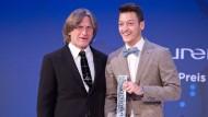 Özil erhält Preis für soziales Engagement