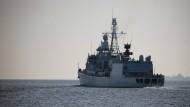 """Die Fregatte """"Augsburg"""" verlässt im September 2018 Wilhelmshaven um den deutschen Anteil im Einsatz der Operation """"Sophia"""" zu übernehmen."""
