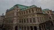 Die Wiener Staatsoper hat die volle Aufklärung aller Vorwürfe über eine schlechte Behandlung von Schülern der hauseigenen Ballettakademie zugesichert. (Archivbild)