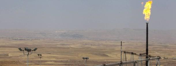 Drum herum tobt der Krieg, doch die Ölförderung bleibt konstant – ein Ölfeld im kurdischen Teil des Irak.