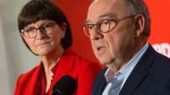Die SPD-Vorsitzenden Saskia Esken und Norbert Walter-Borjans